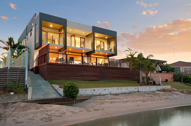 Serenity at broadbeach elite holiday homes gold coast for Beach house designs gold coast