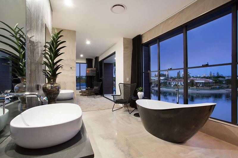 Gold coast holiday rental elite holiday homes c 39 est la vie for Modern master ensuites