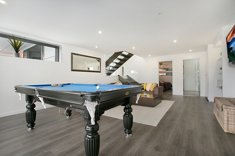 Elegant waterfront home for rent Gold Coast - Essence Of Broadbeach