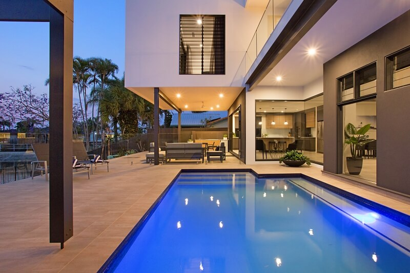 Jewel of broadbeach luxury gold coast holiday homes for Pool design gold coast