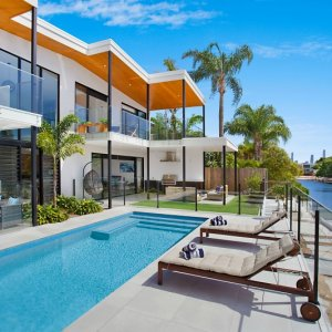 Holiday houses rental gold coast elite holiday homes for Beach house designs gold coast
